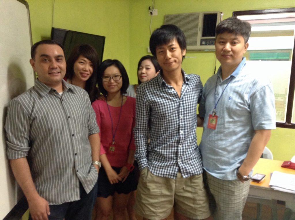 フィリピンで英語を勉強したとき。韓国人と台湾人。先生はフィリピンとアメリカ人のハーフ
