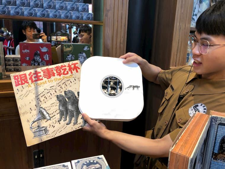レコードはパッケージがレトロで素敵