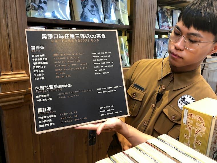 日本語で優しく説明してくれる宮原眼科の店員さん