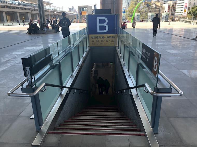 台中駅バス停Bの入り口