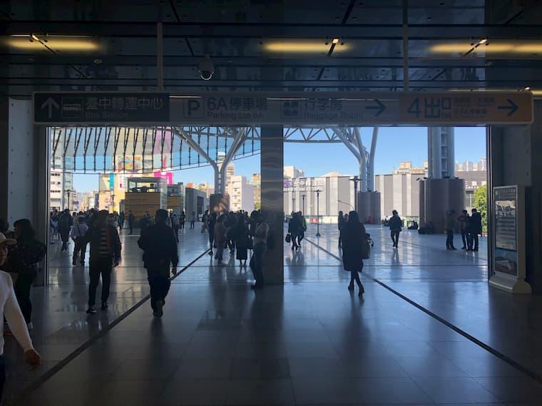 台中駅西口の風景