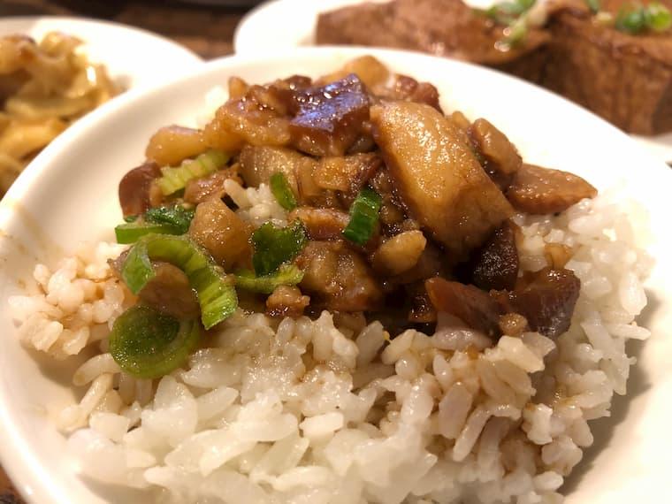 台湾の代表的ご飯ルーローファン(魯肉飯)