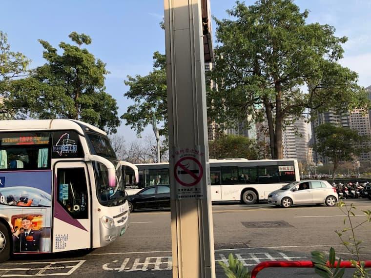 朝馬バス停付近の様子