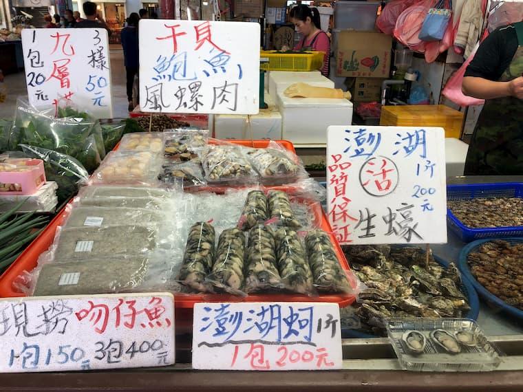 袋詰めされている牡蠣