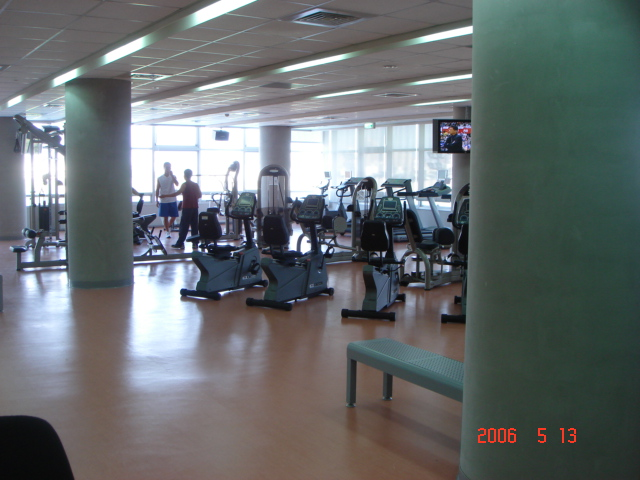 逢甲大學體育館健身房