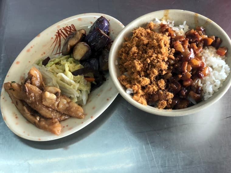 魯肉飯(ルーローファン)と小皿
