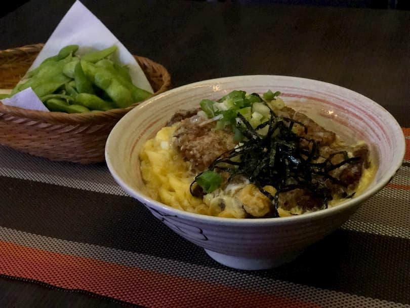 Momoの人気料理かつ丼